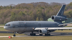 RNLAF KDC-10 arriving after the morning training (Nicky Boogaard) Tags: eart2019 eart europeanairrefuelingtraining europeanairrefuelingtraining2019 eindhoven ehv eheh military militaryaviation tankeraircraft tanker eindhovenairport eindhovenairbase rnlaf royalnetherlandsairforce koninklijkeluchtmacht dc10 kdc10 t264 phmbt airbusmilitary
