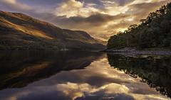 Coucher de soleil au Loch Leven (JardinsLeeds) Tags: scotland scottishlandscape landscape sunset reflet écosse paysageécosse glencoe paysage paysagedautomne autumnlandscape autumncolors autumn nikond800e