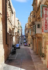 Street in Valletta (Siuloon) Tags: street valletta architektura architettura architecture texture wall city cityofculture2018 door malta malte maltese building color canon canoneos5dmarkii