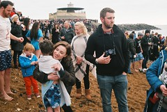 Boxing Day Swim 2018 (Chi Bellami) Tags: film fujifilm fujicolor c200 nikon nikonosv 35mm zonefocus scalefocus scanned scan colour c41 negative westendcameras chibellami amphibiouscamera nikonos beach coast shore seaside swim boxingday ventnor isleofwight lizzie oliver family fuji stx2 patch