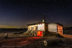 En el medio de la nada. (Roberto_48) Tags: bardenas reales caseta desierto noche nocturna navarra estrellas