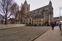 CHRIST CHURCH CATHEDRAL [ TODAY I USED A 15mm VOIGTLANDER LENS]-149895 (infomatique) Tags: christchurch churchofireland cathedral church norman historic religion dublin ireland streetsofdublin williammurphy infomatique fotonique excellentimages streetphotography sony voigtlander a7riii 15mmlens wideanglelens
