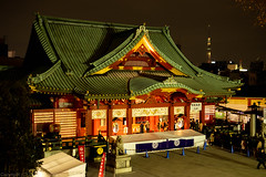 Kanda-Myoujin Shrine and far Tokyo-Sky-Tree tower (gemapozo) Tags: night pentax kandamyoujin tower tokyoskytree k1mkii tokyo japan shrine 東京都 日本 jp hdpentaxdfa50mmf14sdmaw 夜景 神田明神 東京スカイツリータワー