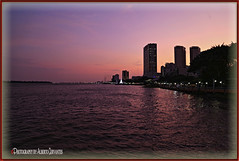 EXÓTICO ATARDECER. EXOTIC SUNSET. GUAYAQUIL-ECUADOR. (ALBERTO CERVANTES PHOTOGRAPHY) Tags: guayaquil guayaquilecuador ecuador gye gyeecuador ecuadorgye guayas rioguayas rio river sea ocean lake water sunset twilight dusk nightfall atardecer ocaso crepusculo anochecer reflejo reflection indoor outdoor blur malecon2000 malecon building sol sun retrato portrait streetphotography nightcolor colorlight nightscape boat ship barco yacht exoticsunset exotico icono iconic exotic luz light color colores colors brillo brightcolors bright sky nubes clouds skyline cityscapes syscraper landscapes rays fluvial photoborder photoart art creative purple photography