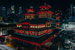 Buddha Tooth Relic temple (reinaroundtheglobe) Tags: singapore chinatown asia temple buddhatoothrelictemple nightphotography night illuminated architecture highangleview aerialview nopeople reiniersnijders reinaroundtheglobe