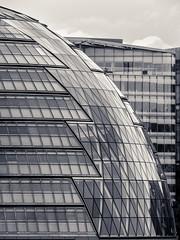 City Hall of London (Traumfotos Trautmann) Tags: london powershotsx50hs londinium greatbritain england grosbritannien themse cityhall rathaus architektur architecture architekturfotografie canon reisezoom superzoom megazoom schwarzweiss schwarzweis blackandwhite duplex kuppel details kompaktkamera compactcamera bridgecamera