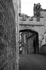 Lincoln Archway b&w (Mallybee) Tags: lincoln archway lincolnshire fuji fujifilm xt100 mallybee apsc bayer bw blackwhite 7artisans 55mm f14 manual focus prime xmount