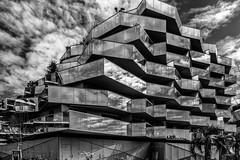Koh I Noor ou la maontagne de lumière version NB (Smart.In.Z) Tags: archi architecture ciel city clouds nuages paysage sky urbain urban ville