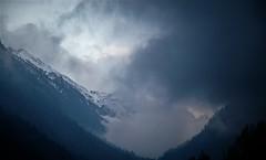 Nubes entre montañas (enrique1959 -) Tags: martesdenubes martes nubes nwn cauterets francia europa pirineos weatherphotography