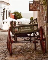 La Carreta... (Irene Carbonell) Tags: coloniadelsacramento carretas calles street cascohistorico cascoantiguo uruguaynatural nikon 50mm