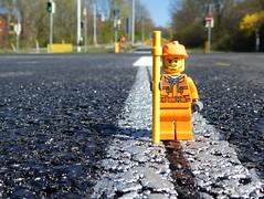 Frischer Asphalt (captain_j03) Tags: toy spielzeug 365toyproject lego minifigure minifig asphalt tarmac strasse road