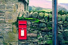 Post it ! (CJS*64) Tags: boltonabbey post postbox postit wall green red stonewall scenery yorkshire d7000 dslr cjs64 craigsunter cjs nikon nikkorlens nikkor nikond7000 24mm85mmlens 2485mmlens