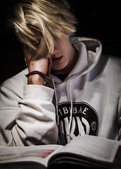 😴 (*BegoñaCL) Tags: boy hair blond hand teen student book portrait begoñacl biribibae