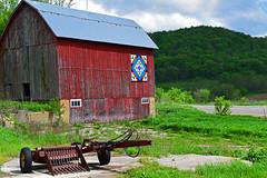 Barn (kirsten.eide) Tags: d3300 dslr nikon quilt farm outdoors colors grass barn