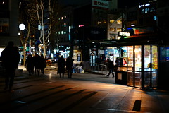 2102/1732 (june1777) Tags: snap street seoul night light sony a7ii kyocera contax carl zeiss g planar gplanar 45mm f2 1600 clear