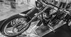 "Tribute_MotoMadrid_097-BN (byJMdF) Tags: artesania cordobesa artesanía custom bikes motorcycle moto motocicleta ""craftwork cordobese"" craftwork blancoynegro blackwhite salón motomadrid 2019 salónmotomadrid2019 harley davidson softail 1340 1995 harleydavidsonsoftail1340 harleydavidsonsoftail13401995 hdsoftail13401995 hd motomadrid2019"