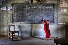myanmar 2019 (mauriziopeddis) Tags: bagan myanmar birmania monk monaci people portrait school student scuola red canon reportage lavagna chair sedia