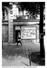 Ouvert ?? (Pollini Photo Laboratory) Tags: marcopollini polliniphotolabcom fotografiaurbana streetphotography leica leicamp summarit 28mm blackwhite bianconero monocrome paris parigi france