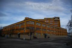 Orange Building (Rudi Pauwels) Tags: goteborg gothenburg sverige sweden schweden januari januari2019 2019 tamron 18270mm tamron18270mm nikon d7100 nikond7100 hisingen lindholmen lundby building clouds orange