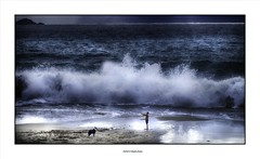 Play with his dog ... (michel di Méglio) Tags: storm tempete marseille sea wave olympus dog children enfant chien