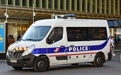 Police Paris - TC PS (Arthur Lombard) Tags: police policedepartment policecar policestation paris nikon nikond7200 renault renaulttruck renaultmaster ps led gyrophare gyroled bluelight emergency 911 999 112 17 dopc policenationale