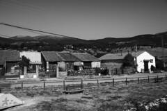 Fences (Jose Rahona) Tags: fencefriday fences friday callas cercas casas houses pueblo camino path montañas mountains blancoynegro blackandwhite bw monochrome