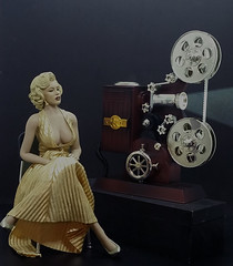 MM & projector (Cremdon) Tags: marilynmonroe 16scale actionfigures