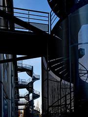 Lyon - Les escaliers de secours de la Sucrière à Confluence. (Gilles Daligand) Tags: lyon confluence escaliers secours sucrière métal