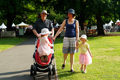 20181228-37-Taste of Tasmania 2018 (Roger T Wong) Tags: 2018 australia hobart parliamentlawns rogertwong sel24105g sony24105 sonya7iii sonyalpha7iii sonyfe24105mmf4goss sonyilce7m3 tasmania tasteoftasmania crowds festival food people portrait stalls summer