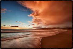 Santa Monica Beach at Sunset. (drpeterrath) Tags: sunset sunrise beach sand sky cloud water ocean pacific losangeles santamonica claifornia calilife color goldenhour weather seascape landscape canon 5dsr eos