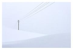Minimally invasive. (Anscheinend) Tags: art artistic fineart minimalism minimalismus snow schnee bayern bavaria stilllife stillleben hills winter wonderland soft gentle lines