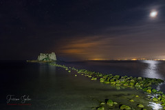 Bajamar (Yaco1959) Tags: paisaje nocturna cielo mar delta del ebro ngc rocas ngg luna estyrellas larga exposición
