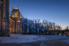 Dark silhouettes around the palace (Varvara_R) Tags: ancient architecture architektur baukunst explore geschichte heritage historical history horizontal moscou moscow moskau russia russianarchitecture russianculture russianhistory russie russland sky redbrick tsaritsyno evening twilight