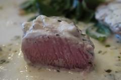 Schweinefilet mit Ziegenkäse (angeschnitten) (multipel_bleiben) Tags: essen zugastbeifreunden schweinefleisch sose salat baguette