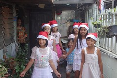 pretty girls singing and dancing a christmas song (the foreign photographer - ฝรั่งถ่) Tags: girls singing dancing christmas song khlong bangkhen bangkok thailand sony rx100