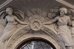 Prager Fassadendetails - 23 (fotomänni) Tags: prag praha prague kunst art reisefotografie statue skulpturen skulptur sculpture manfredweis