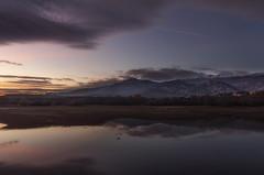 Reflejos. (Amparo Hervella) Tags: embalsedesantillana comunidaddemadrid españa spain cielo paisaje reflejo nube naturaleza agua largaexposición d7000 nikon nikond7000