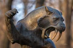 Saber-Tooth (THW-Berlin) Tags: sony sigma 135mm tierpark berlin statue stilllife