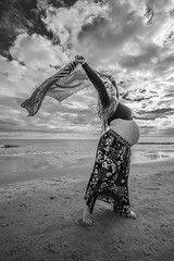 Fotos para Esther #13 (versión 2) (Héctor Rodríguez Maciá) Tags: sanjuan alicante españa spain playa mar costa arena mediterráneo embarazo embarazada blanco negro bn byn bw blackandwhite blackwhite
