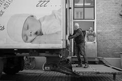 action vs sleep (Rien van Voorst) Tags: streetphotography straatfotografie strasenfotografie fotografíacallejera photographiederue fotografiadistrada monochrome city urban highcontrast nederland dutch thenetherlands paysbas niederlände vrachtwagen lkw