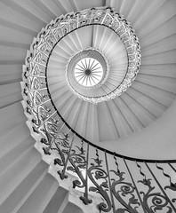 _DSC7592-1bw (stilk50) Tags: stairs spiral rail blackandwhite bw