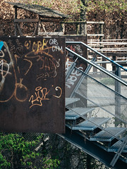 2019-04-10-125728 (Schmidtze) Tags: architektur ausflug berlin berlinpankow berlinpankowprenzlauerberg bestofberlin detail farbe graffiti olympusem1markii olympusm12100mmf40 objekt prenzlauerberg spaziergang stadt stair staircase treppe menschenleer