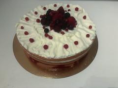 190119_Naked cake and forest fruit (RHPhotographics) Tags: bisquitdeeg bosvruchten frambozen nakedcake taart waldfrüchten fruit de foret torte kuchen pie tarte torta framboesas framboises himbeeren