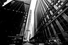 New YorkBW0833 (schulzharri) Tags: new york usa black white schwarz weis wolkenkratzer hochhaus skyscraper architektur city stadt landstrase himmel gebäude einfarbig