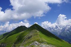 Nuages sur la crête (Hugues Boulard) Tags: mountains mountain montagnes montagne nuages sky cloud ciel cloudy ombre shadow