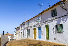 Calles de Almansa (miguelmoll387) Tags: castillalamancha almansa albacete spain nikon5100 nikon tamron casas houses ventana persiana cieloazul