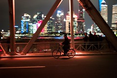 The Bund, Shanghai (luiebalazs) Tags: color streetphotography street night voigtlander ultron leicam8 leica ride cyclist bike bridge waibaidu bund shanghai china 外滩 上海
