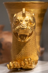 IMG_1679 (jaglazier) Tags: 123018 2018 5thcenturybc achaemenid animalshapedvesselsinart animalshapedvesselsfromtheancientworld animals cambridge cups december feastingwithgodsheroesandkings foggmuseum harvardartmuseum jewelry lions mammals massachusetts metalsculpture metropolitanmuseum museums newyork newyorkcity persian rhyta rhyton rhytons specialexhibits usa zoroastrian archaeology art copyright2018jamesaglazier crafts gold goldworking metalworking religion repousse rituals sculpture winged wingedlions