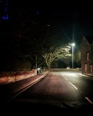Night light (Greta Powell) Tags: samsung mobilephone mobiphotos ashbydelazouch leicestershire night nighttime streetlight texture road towns