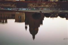 Seduti sull'acqua (michele.palombi) Tags: river arno florence tuscany 35mm analogic shot riflessi